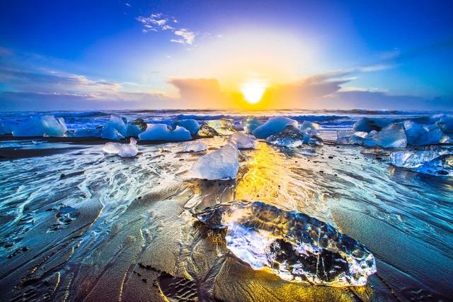Diamond beach Iceland dài khoảng 372 km nằm ở Đông Nam Iceland