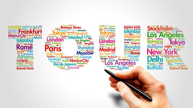 Nếu bạn cảm thấy lười phải lên kế hoạch, săn vé, tìm khách sạn, địa điểm thì nên đi tour