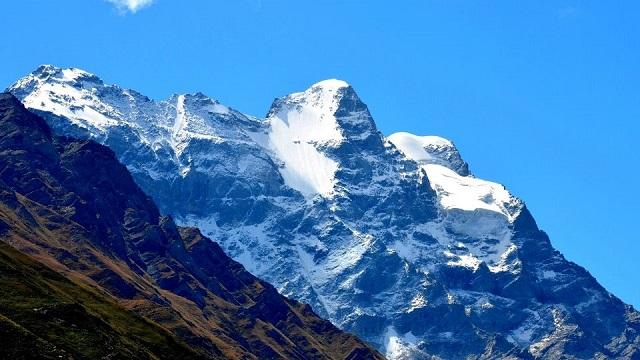Cảnh đẹp của núi tuyết trong tour Lệ Giang Shangrila