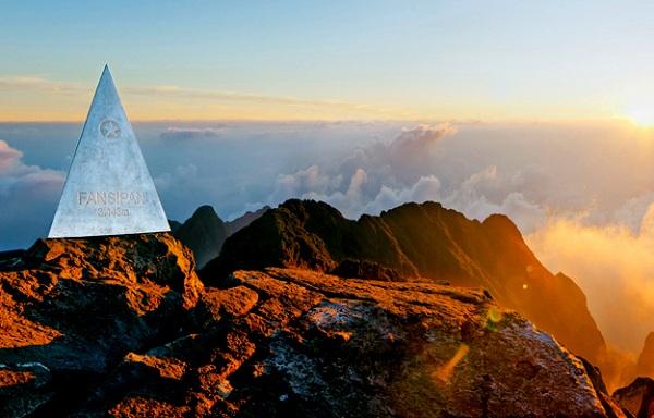 Chinh phục đỉnh Fansipan tại Sapa với tour du lịch lễ 30/4 của Vietkite Travel