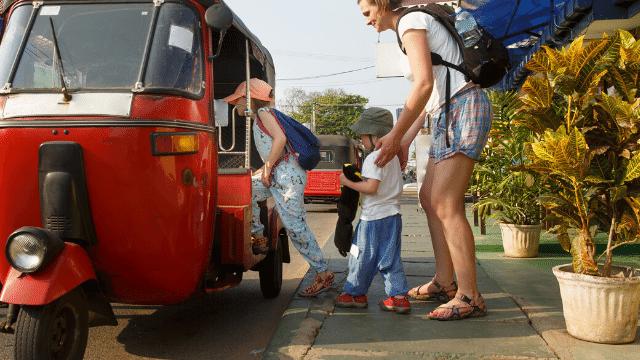 Tại Attapeu bạn sẽ có cơ hội trải nghiệm du lịch bằng xe tuk tuk