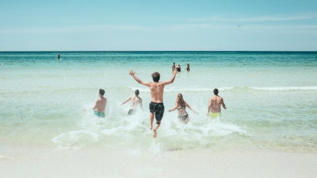 Làn nước trong veo của đảo Lý Sơn