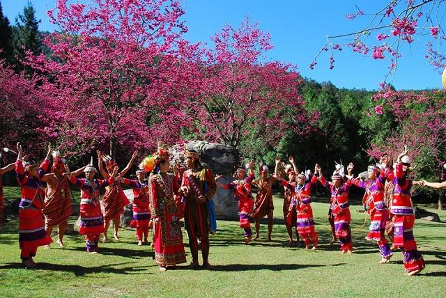Làng văn hóa Cửu tộc