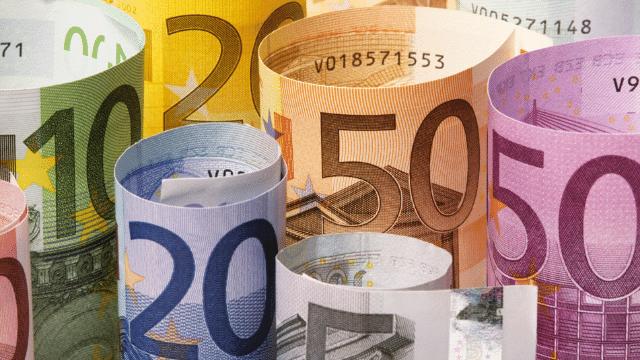 Đi du lịch châu Âu lưu ý không nên mang quá 10.000 Euro