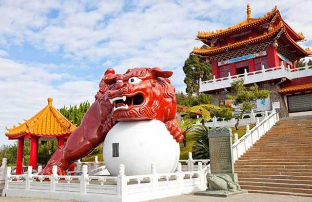 Cảnh sắc xung quanh Văn Võ Miếu chưa bao giờ làm du khách thất vọng.