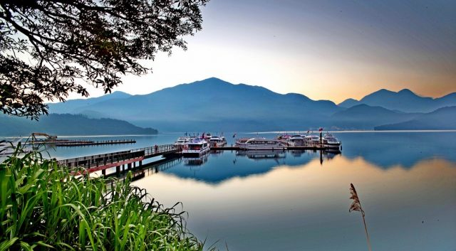 Hồ Nhật Nguyệt thuộc địa phận xã Yuchi huyện Nantou ở miền Trung Đài Loan.