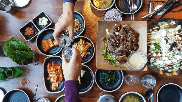 Thưởng thức ẩm thực Hàn Quốc đặc sắc