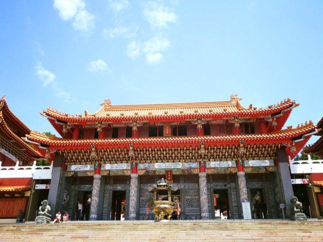 Đến với Văn Võ Miếu, du khách không khỏi xuýt xoa trước vẻ đẹp của ngôi chùa này bởi lối kiến trúc đồ sộ