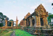 Den Preah Vihear Va Nhung Gi Con Xot Lai