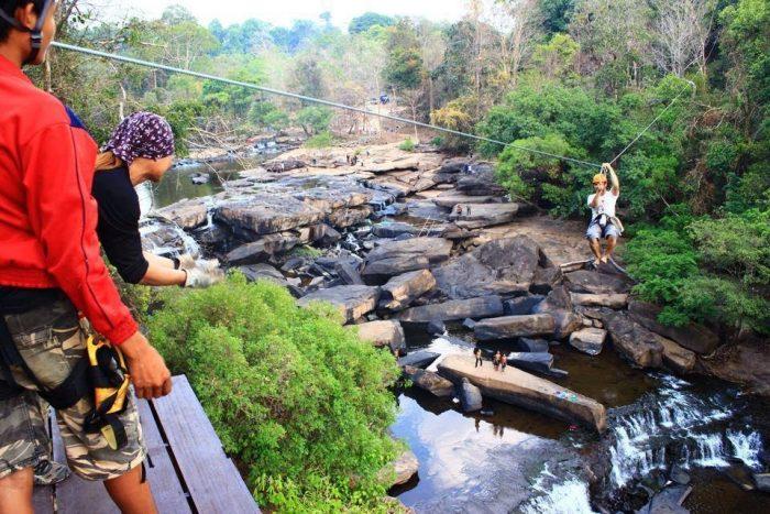 Trò chơi tại thác Koy Loy Far (Ảnh: ST)